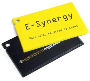 Recycelter Eiskratzer im Scheckkartenformat